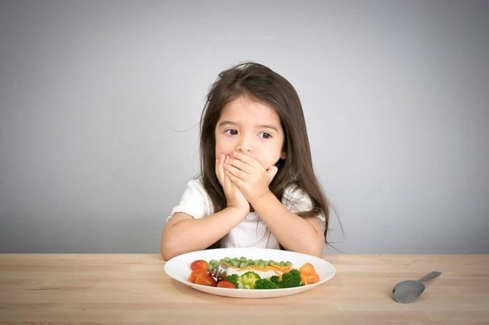 Bé nhà biếng ăn khiến vợ chồng mình lo lắng