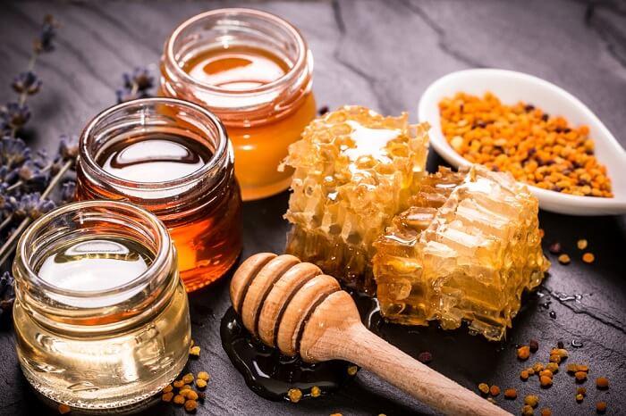 Cách làm sáng da bằng mật ong mang lại cho bạn một làn da mịn màng và trắng sáng