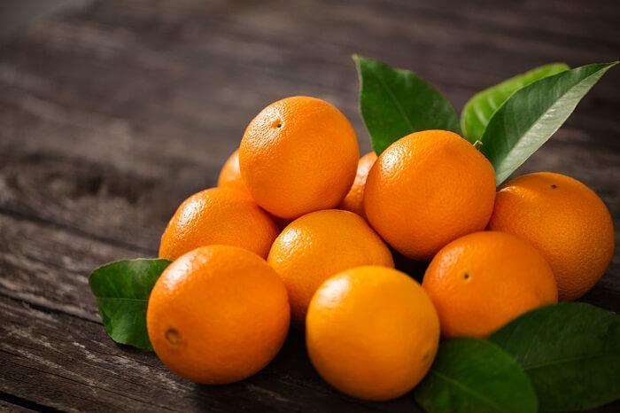 Cam và chanh chứa lượng lớn Vitamin C giúp cân bằng nông độ Acid uric