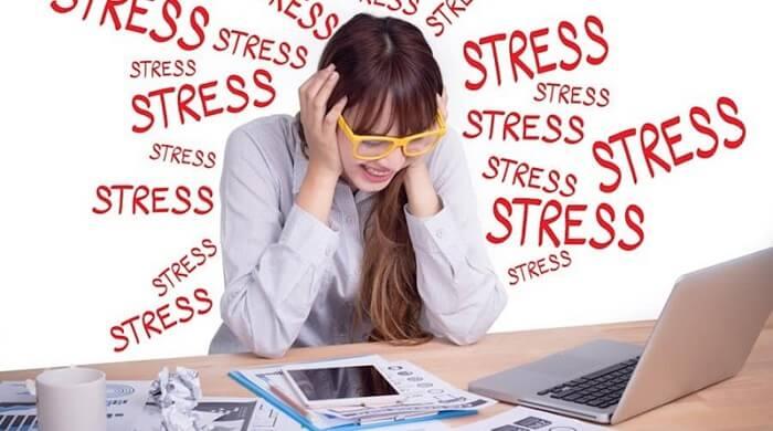 Căng thẳng khiến mụn dai dẳng không dứt
