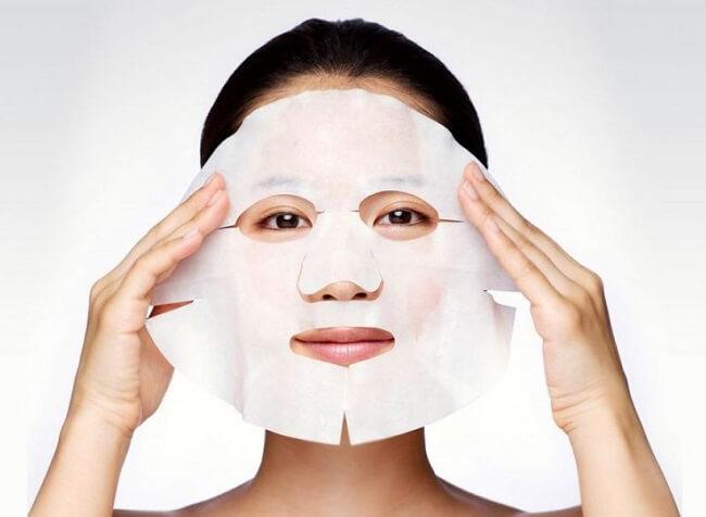 Đắp mặt nạ để hạn chế hình thành các nếp nhăn có trên mặt