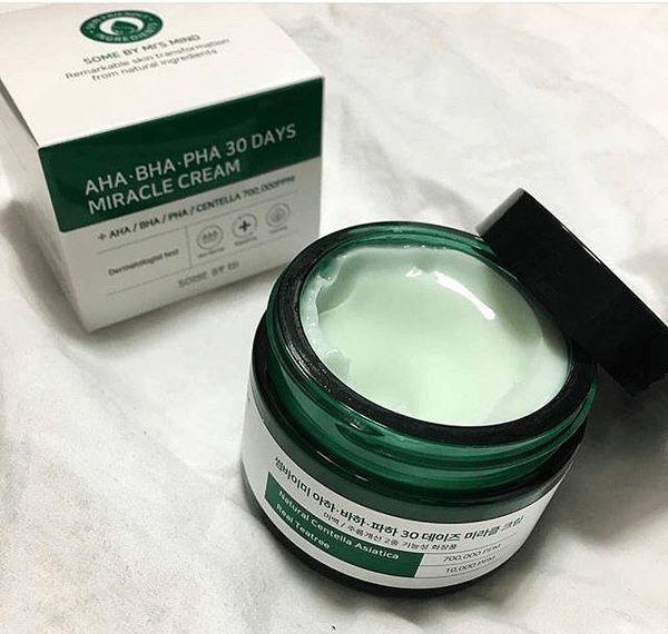 Kem dưỡng trắng cho da dầu nhờn – giúp giảm sưng viêm mụn hiệu quả