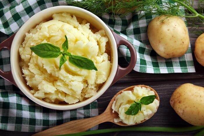 Khoai tây có tác dụng tốt giúp thúc đẩy collagen giúp nuôi dưỡng làn da tốt