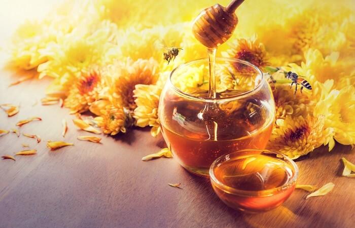 Mật ong là nguyên liệu thiên nhiên rất tốt cho da