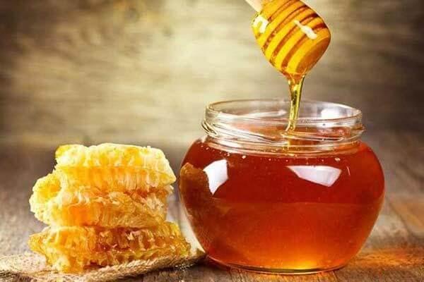 Mật ong và nghệ là 2 thành phần quan trọng có trong Novagel