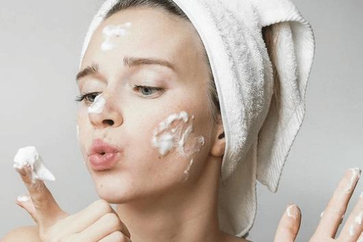 Những tiêu chí cần biết khi lựa chọn sữa rửa mặt trắng da phù hợp