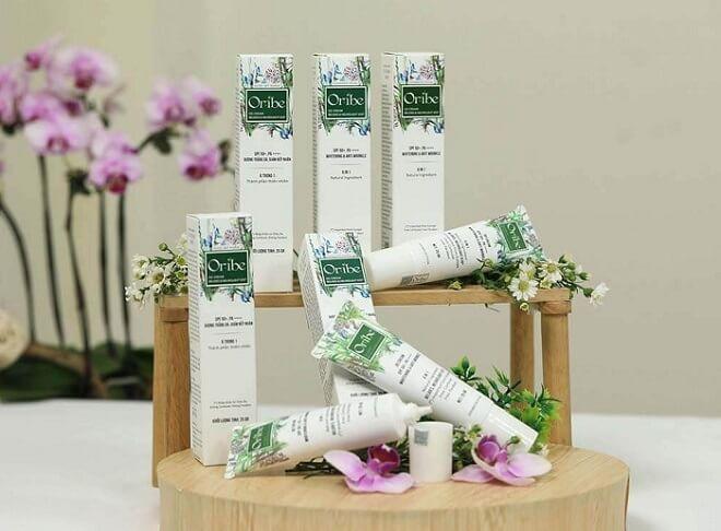 Sản phẩm Kem nền Oribe là sự kết hợp hoàn hảo giữa BB và CC cream phù hợp với làn da khô