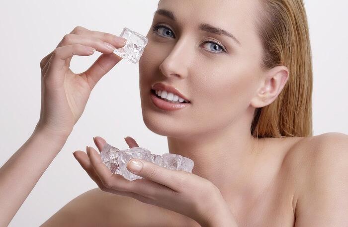 Sử dụng đá viên để làm giảm mụn viêm nhanh chóng