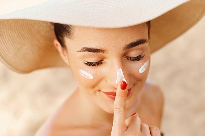 Sử dụng kem chống nắng nâng tone giúp chống tia UV hiệu quả và giúp trắng hồng và đều màu hơn