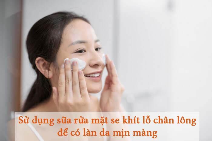 Sử dụng sữa rửa mặt se khít lỗ chân lông để có làn da mềm mịn