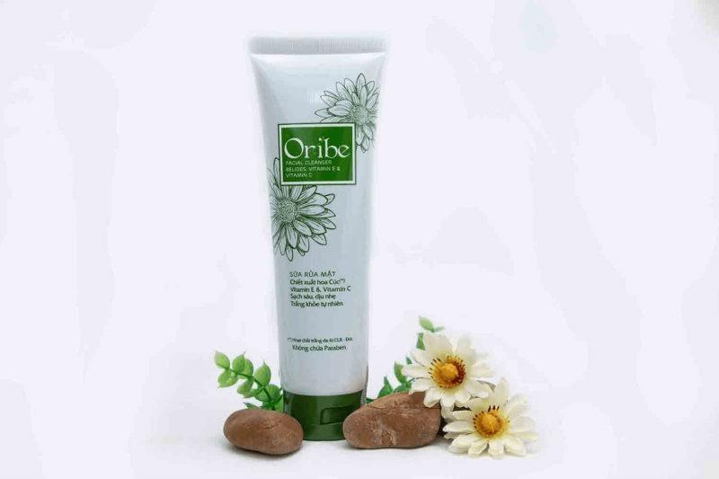 Sữa rửa mặt cho da dầu Oribe với chiết xuất hoa cúc