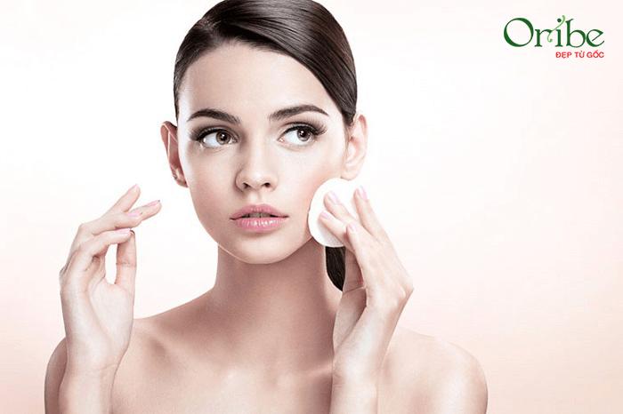Tẩy trang là bước đầu tiên trong quy trình chăm sóc da cơ bản