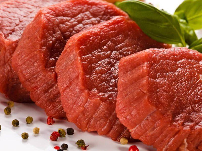 Thịt đỏ chứa hàm lượng Purin cao người bị bệnh gout nên kiêng ăn