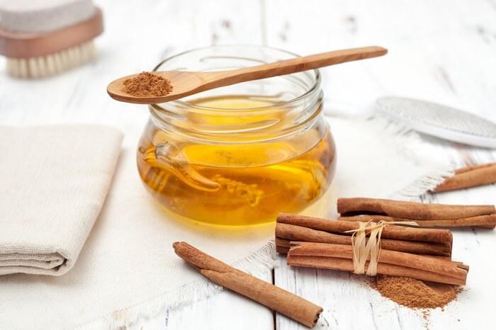 Tính oxi hóa trong mật ong và quế giúp trị mụn trứng cá hiệu quả