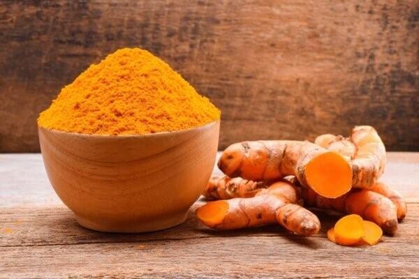 Trong nghệ có chứa thành phần curcumin giúp hỗ trợ cho người bị bệnh gout