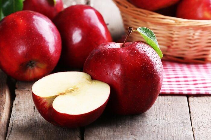 Trong táo chứa nhiều Vitamin giúp làm giảm nồng độ acid uric