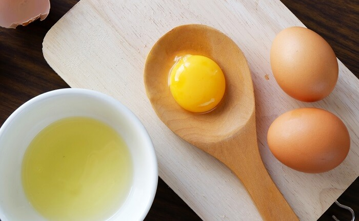 Trong trứng gà có nhiều dưỡng chất tốt giúp trị mụn cám hiệu quả
